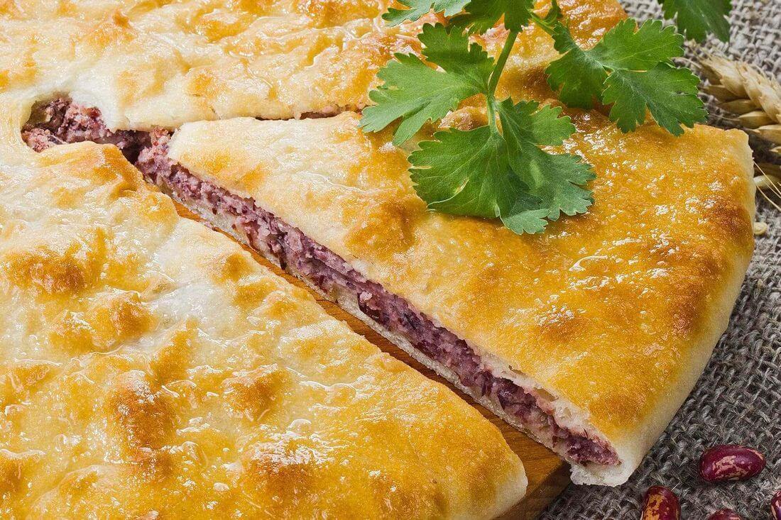 Начинка осетинского пирога с фасолью, грецким орехом и кинзой