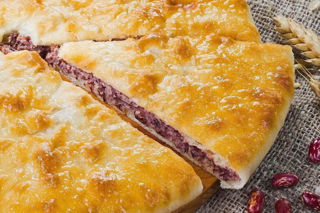 Начинка осетинского пирога с фасолью и жареным луком