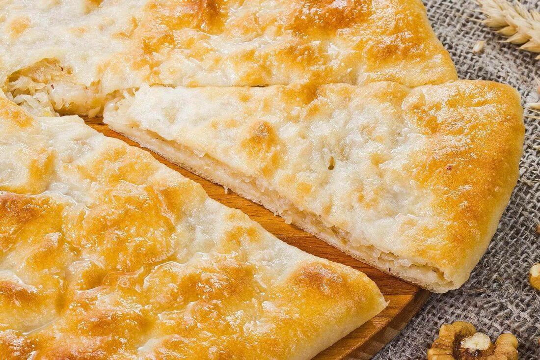 Начинка осетинского пирога с картофелем, грибами, жареным луком и грецким орехом