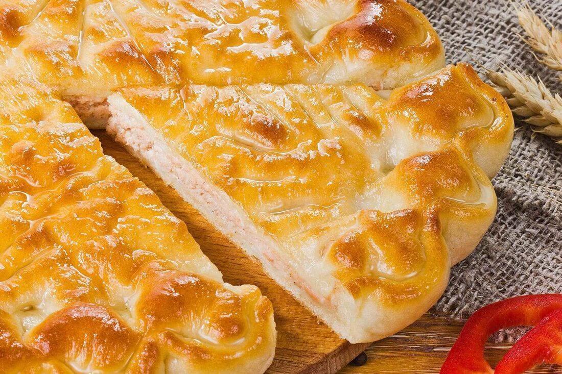 Начинка осетинского пирога с лососем и овощами