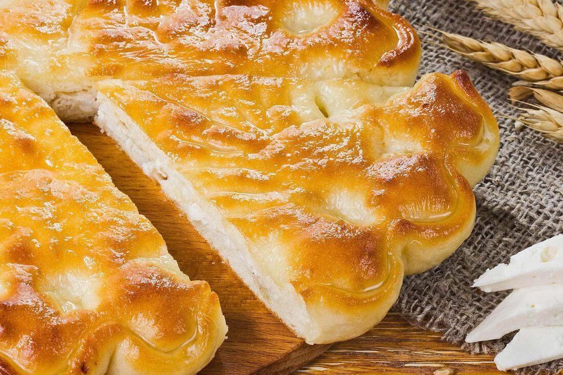 Начинка осетинского пирога с сыром, картофелем, грибами, курица и лук