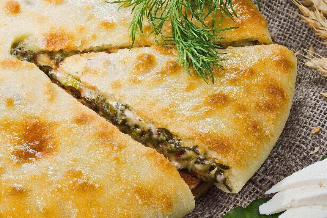 Начинка осетинского пирога со свекольными листьями, сыром и зеленью