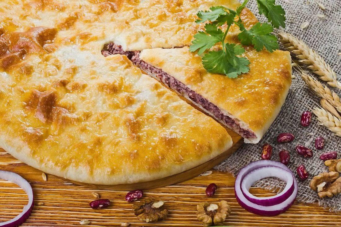 Осетинский пирог с фасолью, грецким орехом и кинзой
