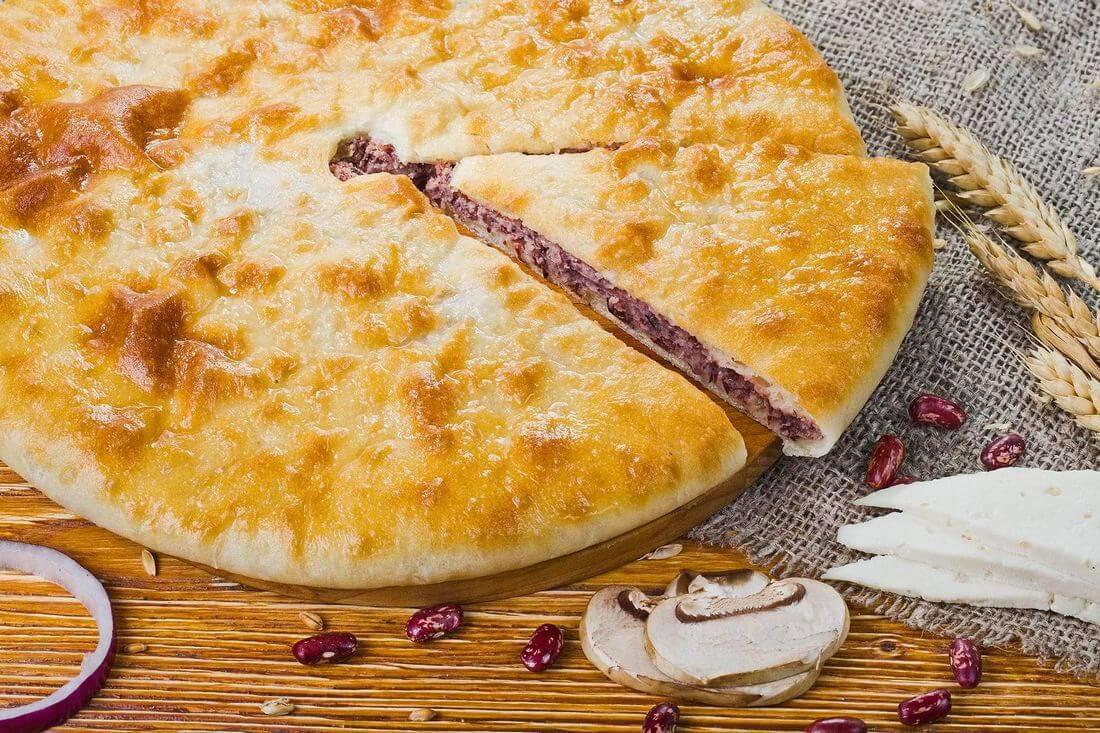 Осетинский пирог с фасолью, грибами и сыром