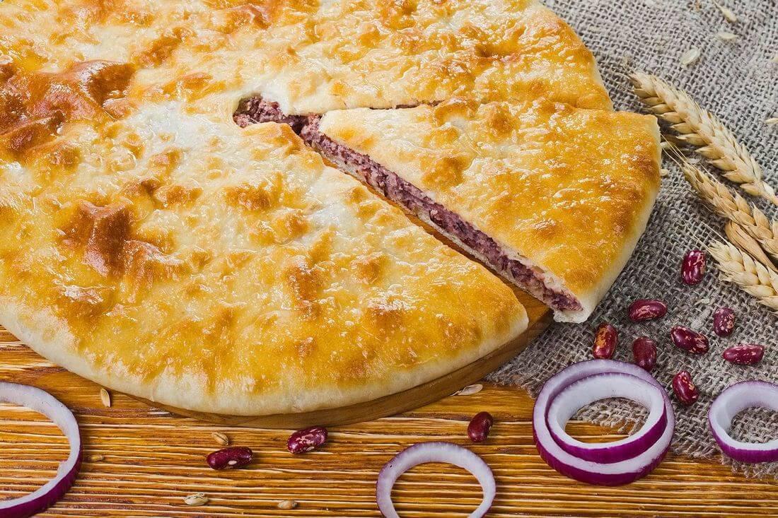 Осетинский пирог с фасолью и жареным луком