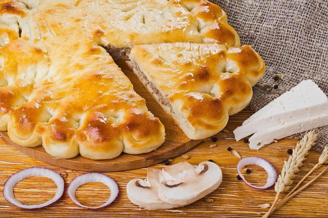 Осетинский пирог с говядиной, грибами и сыром