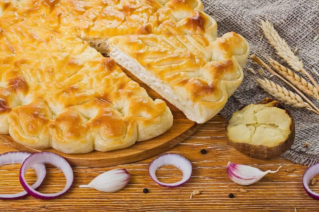 Осетинский пирог с индейкой и картофелем