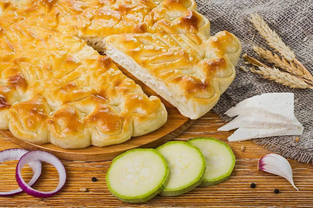 Осетинский пирог с индейкой, кабачками и сыром