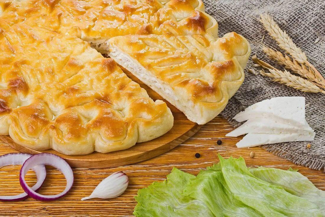 Осетинский пирог с индейкой, капустой и сыром