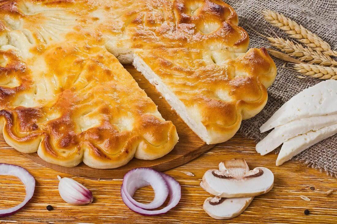 Осетинский пирог с курицей, сыром, грибами