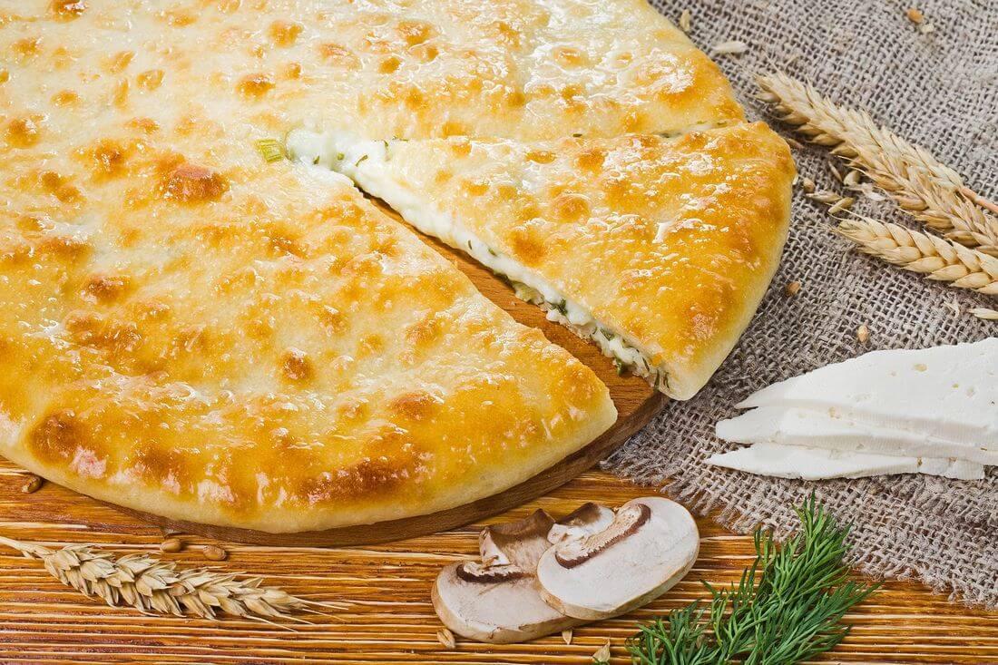 Осетинский пирог с сыром, зеленью и грибами