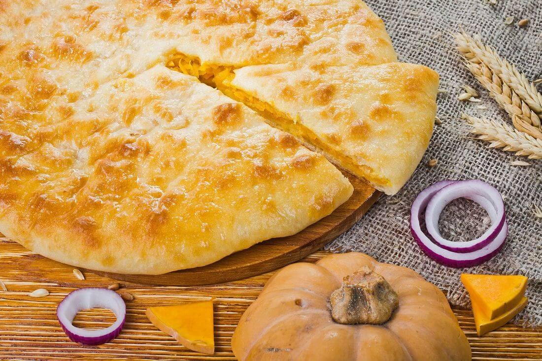 Осетинский пирог с тыквой и жареным луком
