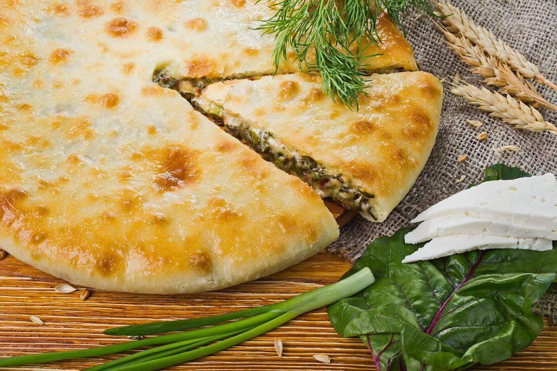 Цахараджын (со свекольными листьями, сыром и зеленью)
